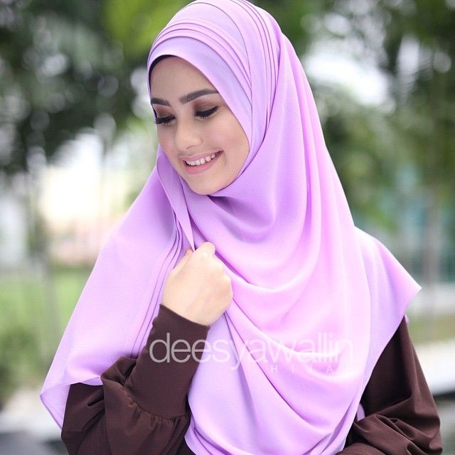 Rumaisa Pleated Shawl Code : DHRPS 007 Price : RM55 (exc postage) Material : Georgette Chiffon Approximately : 1.8 mtr x 28 inch Rectangle Shape For online purchase, kindly PM us on facebook : Closet Heart Official or email us : closetheartshop@gmail.com. Tq emoji #rumaisa #rumaisashawl #wideshawl #chiffon #pleated #pleatedshawl #selendang #lensaroy