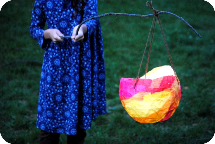 Lanterns made from tissue paper, wheat paste and balloon. Wonderful photo tutorial with step by step intructions along with an inspiring story of St. Martin, compassion and the importance of letting your own inner light shine. Featured as a Waldorf Lantern Walk.