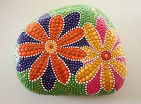 puntillismo, dot art, point to point, floral, cute flowers painted on a rock