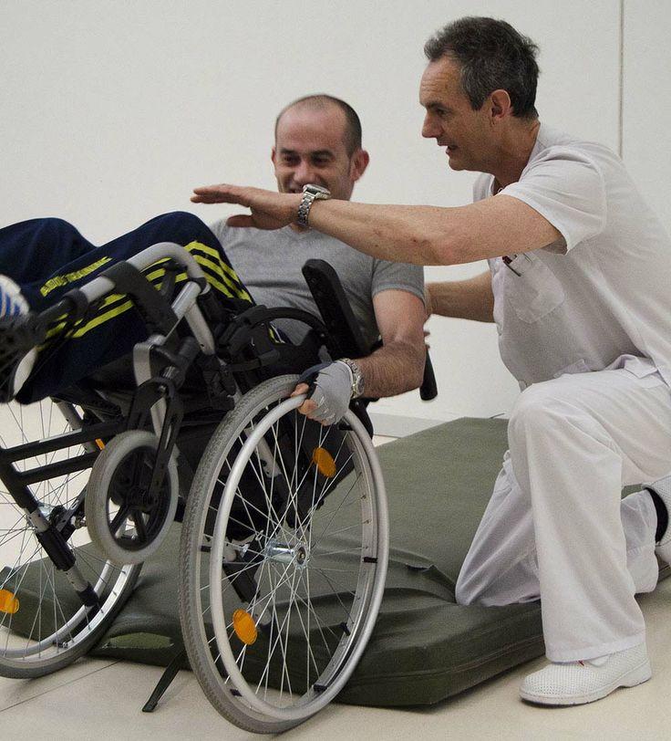 Fisioterapeuta ense ando caer sin hacerte da o de la silla for Sillas para hospital