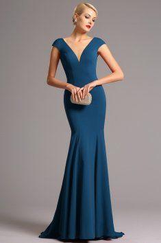 Vysoce elegantní modré plesové šaty hluboký výstřih na přední i zadní straně minirukávky zakrývající ramena            šaty mají projmutý střih a všitou podprsenku materiál: mírně pružný samet délka 155 cm