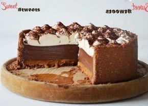 Prăjitură de ciocolată cu caramelă şi frișcă bătută – acesta este desertul perfect din toate punctele de vedere: aspect, gust, aromă şi textură. Nu ezita să-l pregătești – merită tot efortul! INGREDIENTE: pentru aluat: Biscuiți sfărâmicioși – 200 g Cacao – 2 linguri Unt – 110 g pentru caramelă: Zahăr – 250 g Frișcă (33%) …