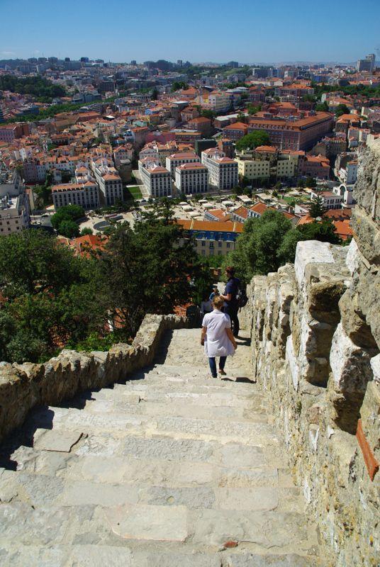 1er journée à Lisbonne : entre tradition et modernité - via Voyager en Photos 24.06.2015 | ...nous avons choisi de découvrir 2 facettes totalement opposées de la ville : la première avec le quartier très moderne et futuriste du Parc de Nations, construit suite à l'exposition universelle de 1998, puis nous avons continuer par le quartier historique de l'Alfama, le plus vieux quartier de Lisbonne... #portugal #tips