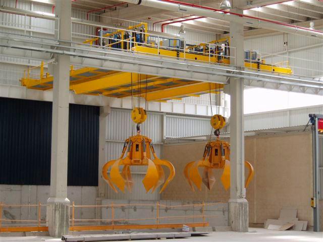 Instalación de dos grúas GH Cranes & Components de 8t. con utillaje de pulpo para trabajo en el sector de los residuos sólidos urbanos. Biocompost.