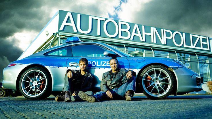 """""""Alarm für Cobra 11"""": Action-Fotos der neuen Ermittler [[Vinzenz Kiefer as Alexander Brandt & Erdogan Atalay as Semir Gerkhan; Porsche; Autobahnpolizei]]"""