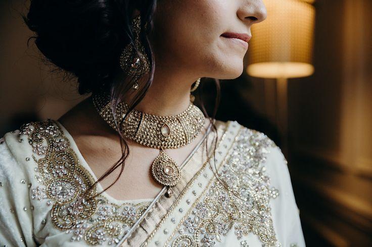 #portrait #indianwedding #indianbride #paksitanibride#weddingphotographer #torontoweddingphotographer #indianweddingphotographer #southasianbride #wedding #happy #thatlightingtho #jewellery #kundan