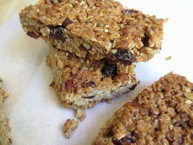 Après le smoothie vitaminé d'hier, voici un en-cas énergétique à base de céréales et fruits secs : l'équivalent d'un granola , mais en barre...
