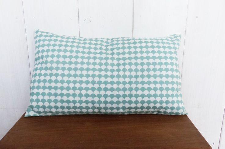Housse de coussin 50 x 30 cm vert menthe motifs vagues ecailles esprit design - Coussin design scandinave ...