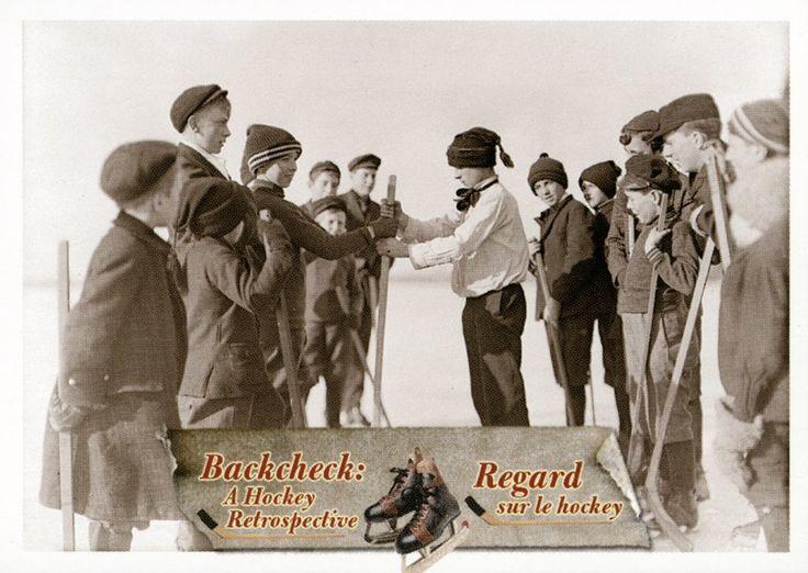 1. Des garçons forment les équipes pour jouer au hockey, Sarnia Bay (Ontario), 29 décembre 1908. #CartesDeHockey