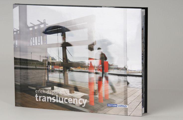 TRANSLUCENCY Erich Dapunt macht die natürliche Eigenschaft glatter Flächen, Lichtstrahlen parallel zu reflektieren, zum inhaltlichen Brennpunkt seiner Fotoserie. #foto #bildband #fotografia