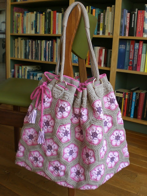 Blij dat ik brei: Afrikaanse bloem - tas Lijkt me leuk om te maken.