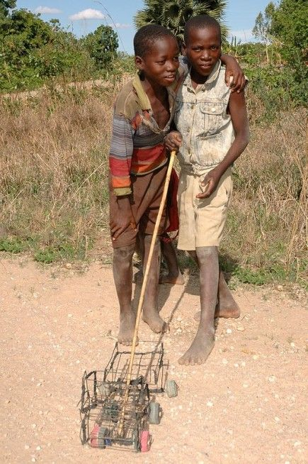 Home made toys - Malawi, copyright Geriema Photo Design Gisele Swinnen