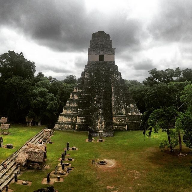#Tikal #mayastyle #guatemala #nosunrise #nohaypena #peten #flores #blackclouds #travelphotography #explorandoguatemala
