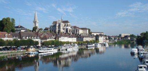 Hausbooturlaub im Burgund: Hinter der nächsten Schleuse: Bitte anlegen!