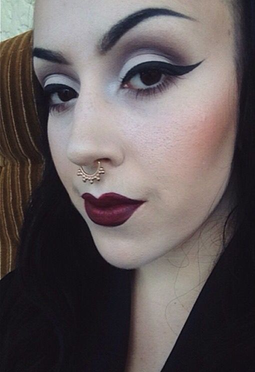 morticia addams inspired makeup // perfect winged eyeliner