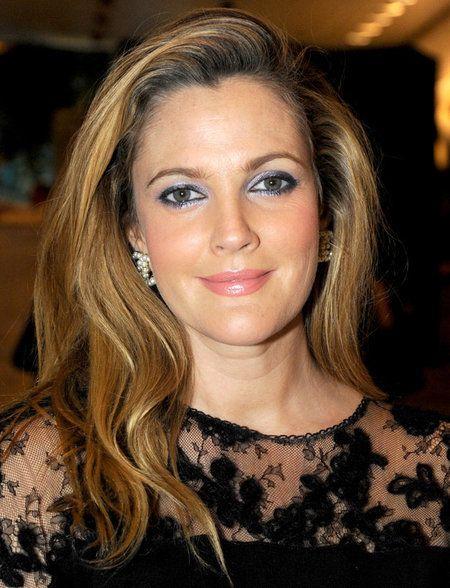 Get The Look: Drew Barrymore - #drewbarrymore #celebritybeauty #eyeshadow #eyemakeup #ceverythingbeauty - bellashoot.com