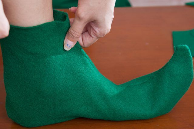 Felt is a good material for making elf shoes for a costume or to wear as slippers around your home during the Christmas season. The felt is soft and comfortable to wear and looks the same on both sides so you do not have to worry about assembling the shoes incorrectly or sewing the seams on the outside of the elf shoes. Purchase puffy dimensional...