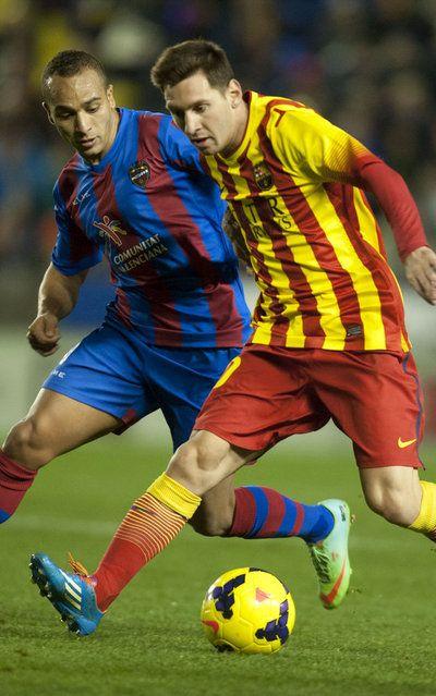 FC Barcelona, Juanfran persigue a Leo Messi. | Levante 1-1 FC Barcelona. [19.01.14]