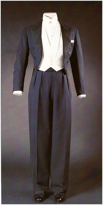 -Duke of Windsor's A midnight blue worsted formal evening dress suit