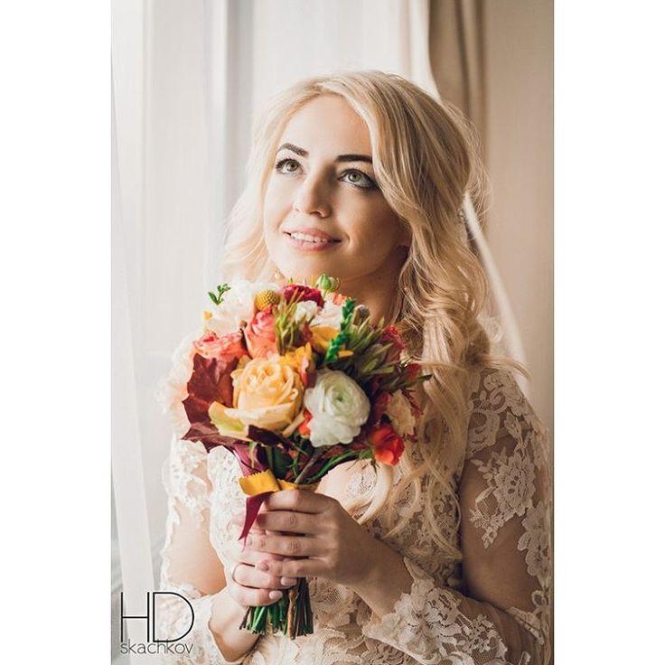 �� Одна из важнейших деталей для невесты - свадебный букет �� �� Невозможно пройти мимо такой красоты! Прекрасная невеста и красивые цветы ������ Photo: @d_skachkov #bridesofinstagram #bridegroom #weddinggifts #bridaldreams #фотографжитомир #bridalhairstyle #weddingweek #weddinggown #bridalcollection #weddinglove #bridalportraits #weddingsph #happyweddingday #свадебныйфотографжитомир #bridalgown #wedding2016 #brideandgroom #weddingidea #bridalblogger #happybride #weddingblog…