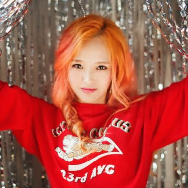 YUNA - of Marmello - or is it Hyuna.  That would be telling.  Wish this set of photos was a little bigger.    AMx