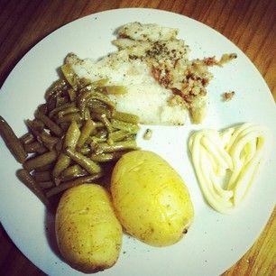 Pescado, judías verdes y patatas asadas! Ñam!
