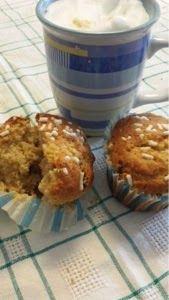 mela e cioccolato: Muffins integrali con gocce di cioccolato e fiocch...