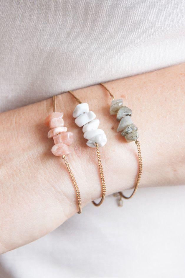 Zartes Armband mit Halbedelsteinen an einer minimalistischen Messingkette / gift idea for best friends: bracelet with small gemstones made by State of A via DaWanda.com