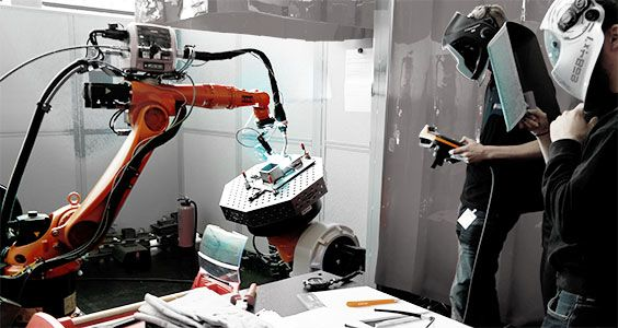KUKA Robotics presents awards to the winners of the 1st DVS Robot Welding Competition.