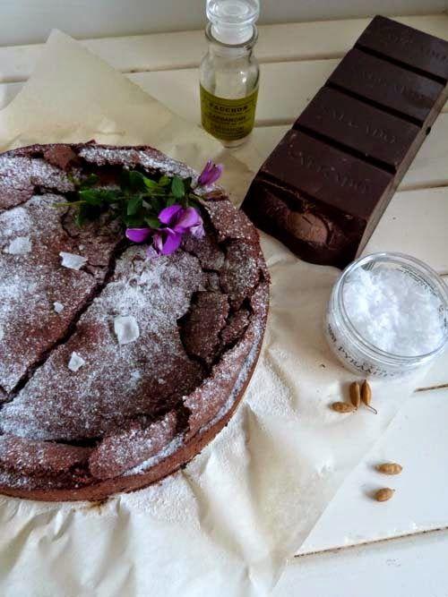 Torta sin harina, de chocolate, cardamomo y sal. Receta sin TACC, gluten free.