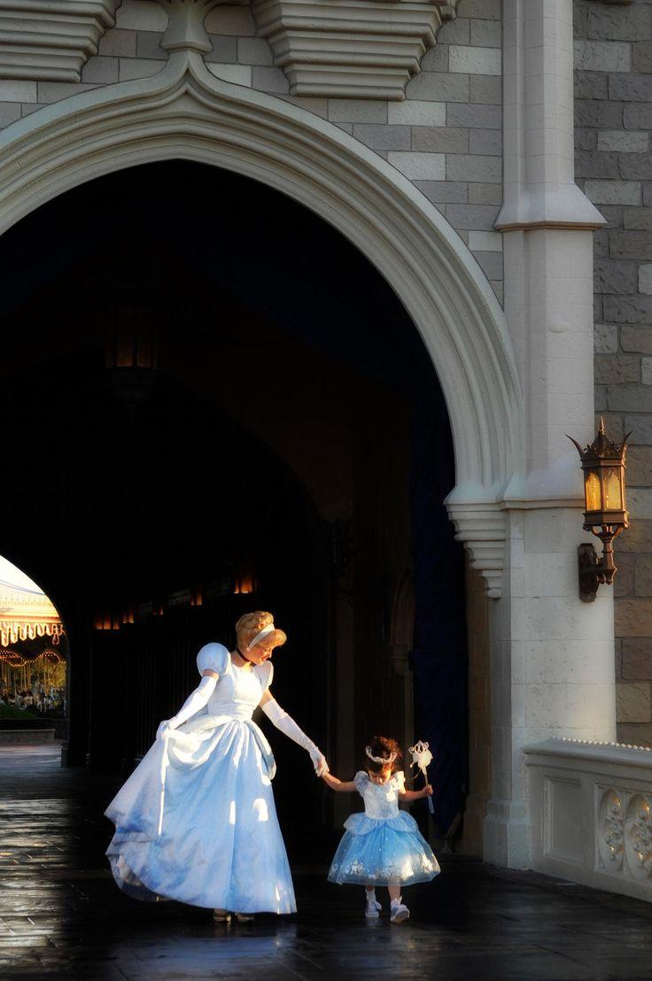Princess in training :)Walt Disney, Princesses Dresses, Little Girls, Dreams Job, Disney World, Disney Princesses, A Little Princesses, Disney Castles, Dreams Come True