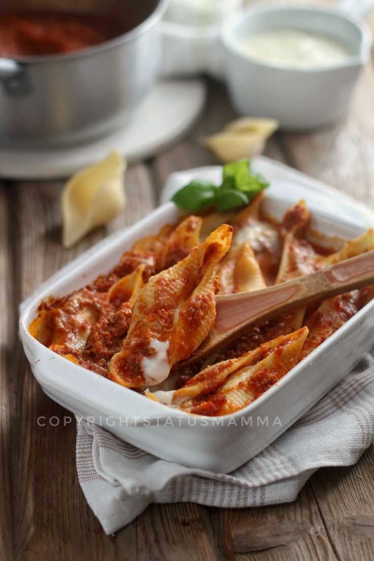 Conchiglioni ripieni al forno pasta con ragù besciamella provola