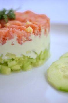 Gurken-Lachs-Tartar mit Wasabicreme