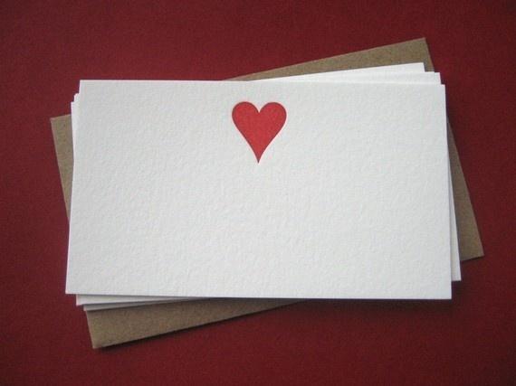 """""""O amor é uma carta, mais ou menos longa, escrita em papel velino, corte dourado, muito cheiroso e catita; carta de parabéns quando se lê, carta de pêsames quando se acabou de ler.""""  —Machado de Assis"""