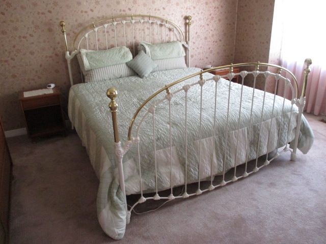 VINTAGE RAIL BED Estate sale from classy Upper Hunt Club home – 114 Topley Crescent, Ottawa ON. Sale will take place Sunday, May 10th 2015, from 8am to 2pm. Visit www.sellmystuffcanada.com to view photos of all available items!
