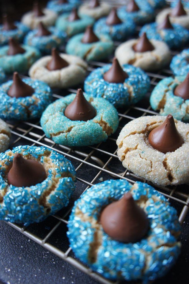 Amaretti from Italy - HQ Recipes Feliz Hanukkah, Hanukkah Food, Hanukkah Crafts, Hanukkah Decorations, Happy Hanukkah, Hanukkah Celebration, Hanukkah Recipes, Jewish Hanukkah, Hanukkah Candles