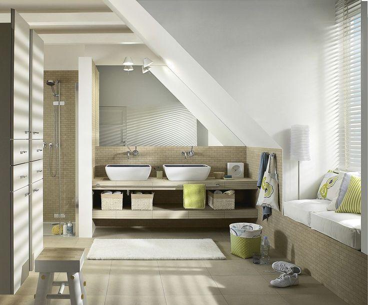 1 eine bank mit sch ben unter dachschr gen bringt nicht nur stauraum und eine sitzm glichkeit. Black Bedroom Furniture Sets. Home Design Ideas