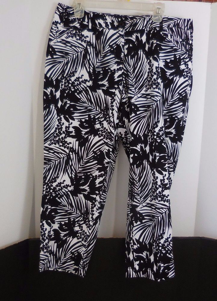 Lane Bryant Women's 16 Black White Botanical Floral Capris Cropped Printed Pant #LaneBryant #CaprisCropped