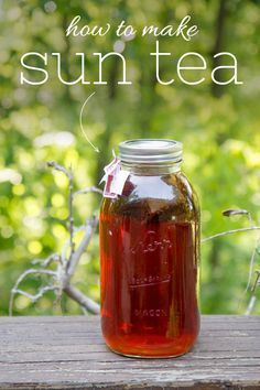 How to Make Sun Tea http://backtoherroots.com/2014/08/13/make-sun-tea/?utm_campaign=coschedule&utm_source=pinterest&utm_medium=Back%20to%20Her%20Roots%20(Food%3A%20Drinks)&utm_content=How%20to%20Make%20Sun%20Tea
