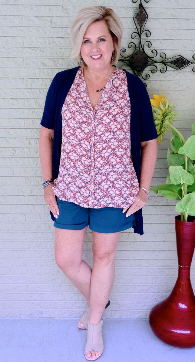 5678d78e1193 WEARING SHORTS WHEN YOU ARE OVER 40 – 50 IS NOT OLD | Fashion over 40