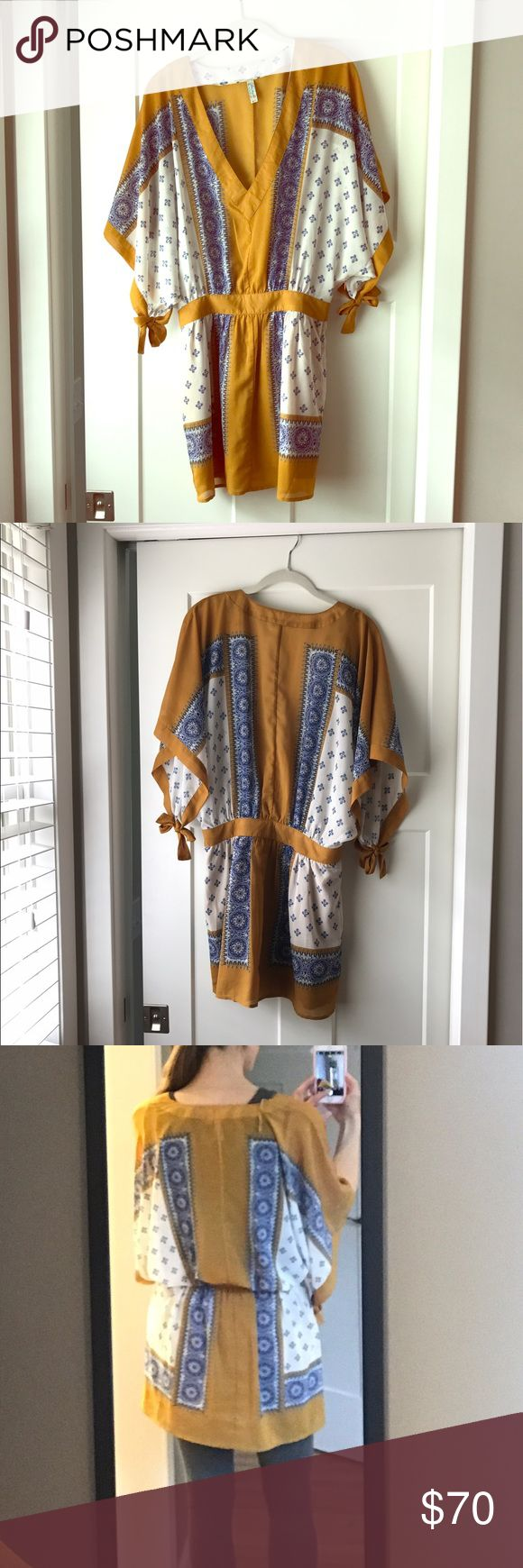 Free People Santa Cruz Dress Free People tunic dress. Side zipper. Wide bell sleeves. Cute with leggings or without in warmer months! Free People Dresses Mini