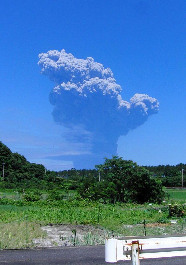 Los 137 Habitantes De Una Isla Al Sur De Japón Evacuan Por La Fuerte Erupción De Un Volcán
