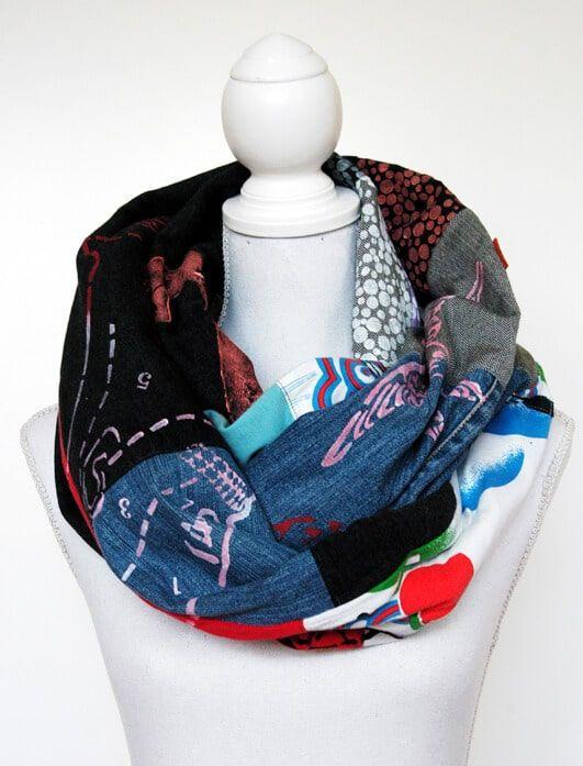Plustrige und voluminöse Schals sind einfach schön. Hier findet ihr eine Anleitung, wie ihr aus abgelegten Kleidungsstücken und Stoffresten einen stylishen Schal nähen und mit zusätzlichen Schablonendrucken zu einem kleinen Designerstück machen könnt. Das geht am besten mit bedruckten oder … weiterlesen