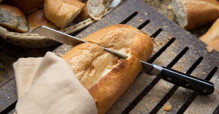 """Самый дешевый и наименее привлекательный хлеб в ассортименте латвийских магазинов может оказаться наиболее здоровым и сытным. К такому выводу в ходе журналистского эксперимента пришли авторы передачи """"Запрещенный прием"""" на телеканале LTV."""