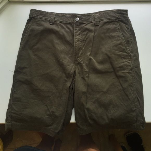 Men's North Face size 36 olive shorts Used men's shorts in excellent condition. Olive color heavier weight cotton. Cargo style. North Face Shorts