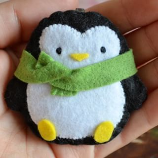 ♡How's the weather in your town? Today in Sardinia it rained a little, but now the sky is clear and it's warm outside. . I love Autumn but here it comes in October! ! ♡ ~♡~ I'm adding this penguin to my Etsy shop, you can find the link in my profile page. ♡Goodnight!♡ #IFeltGood #felt #feltro #feltros #filz #handmade #crafting #craft #crafter #feltcraft #feltwork #cute #girl #colorful #pannolenci #etsy #diy #sewing #instaart