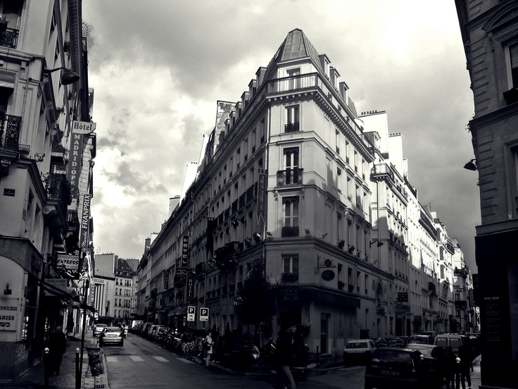 I found myself on this busy Parisian street on a journey through Europe in 2008. I absolutely adore the architecture in Paris and had to snap a quick photo.: Favorite Places, Things Beautifull, Photography Vids, Quick Photo, Busy Parisian