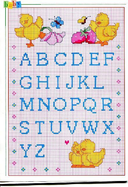 Alfabeto punto croce maiuscolo piccolo con pulcini e ciliegie