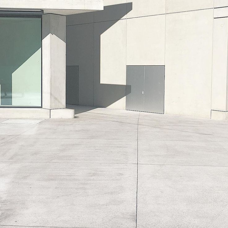 Geometries #shadow #architectureminimal #rsa_minimal #minimal #minimalmood #milanogram2017  #igersmilano
