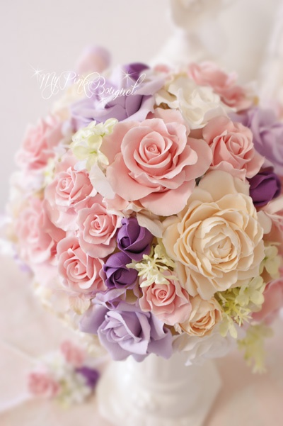 021//ピンク系ラウンドブーケ。カラードレスに合わせた淡いピンク、オレンジ、パープルのお色に、アクセントで濃いめのパープルを合わせました